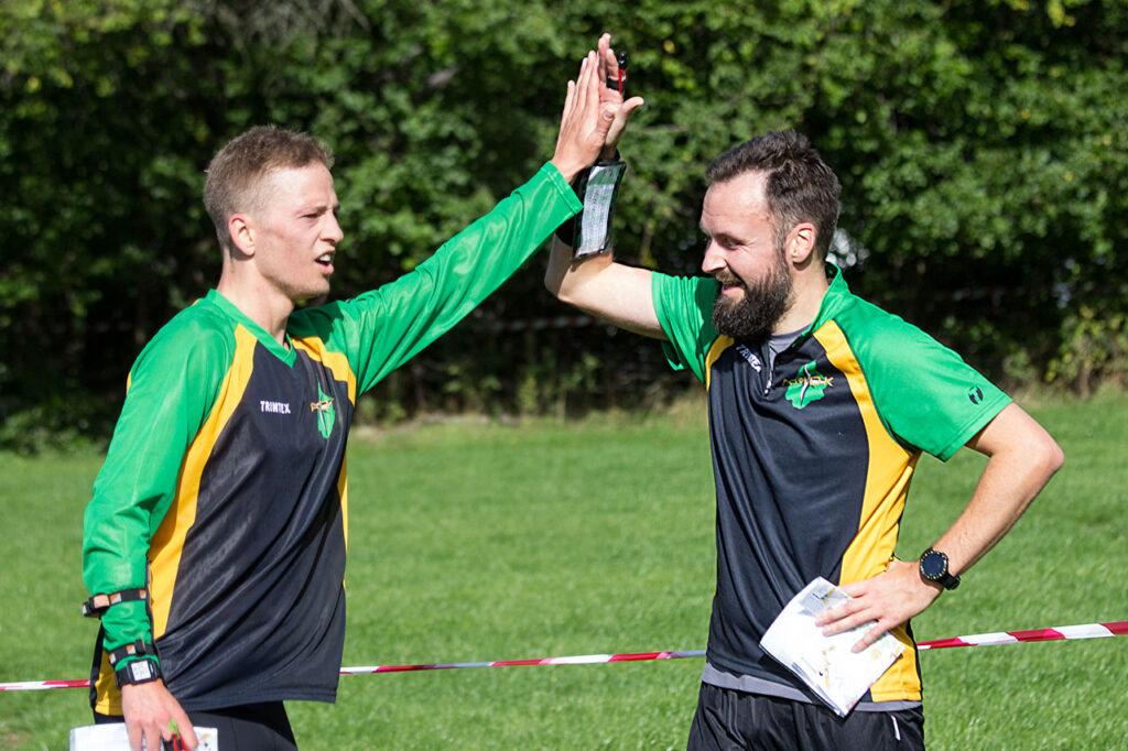 Benjamin og Tim er i mål efter en udfordrende divisionsmatch. (Foto: Ernst Poulsen)